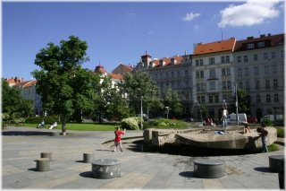 Jiřího z Poděbrad Square and Stone fountain